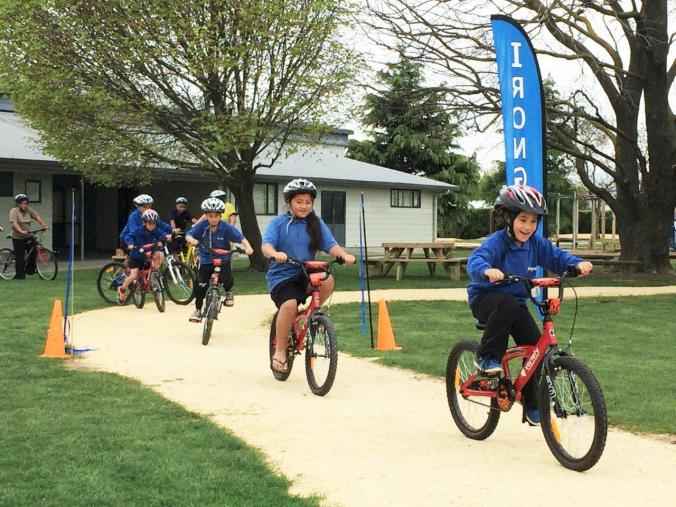 Irongate School kids set off on their first lap
